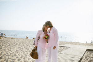 GetHitched-MI-WTE-BeachCouple
